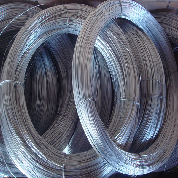 Galvanized wire also contains sprinkling line, which is mainly suitable for industrial, agricultural and animal husbandry.